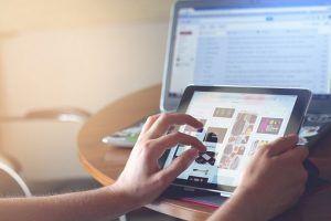 cómo ganar dinero con una página web